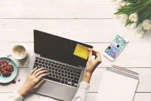أفضل تطبيقات العمل المنزل كورونا laptop-3317007_1280-