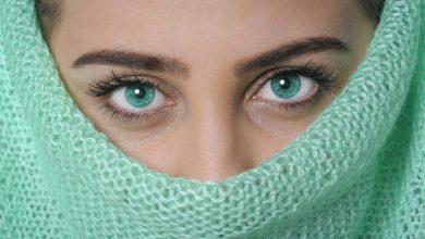 كيفية توسيع العيون بدون مكياج