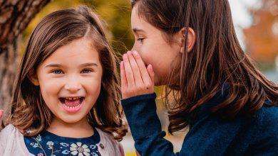 علم طفلك الفرق بين الأسرار والخصوصية والمفاجآت